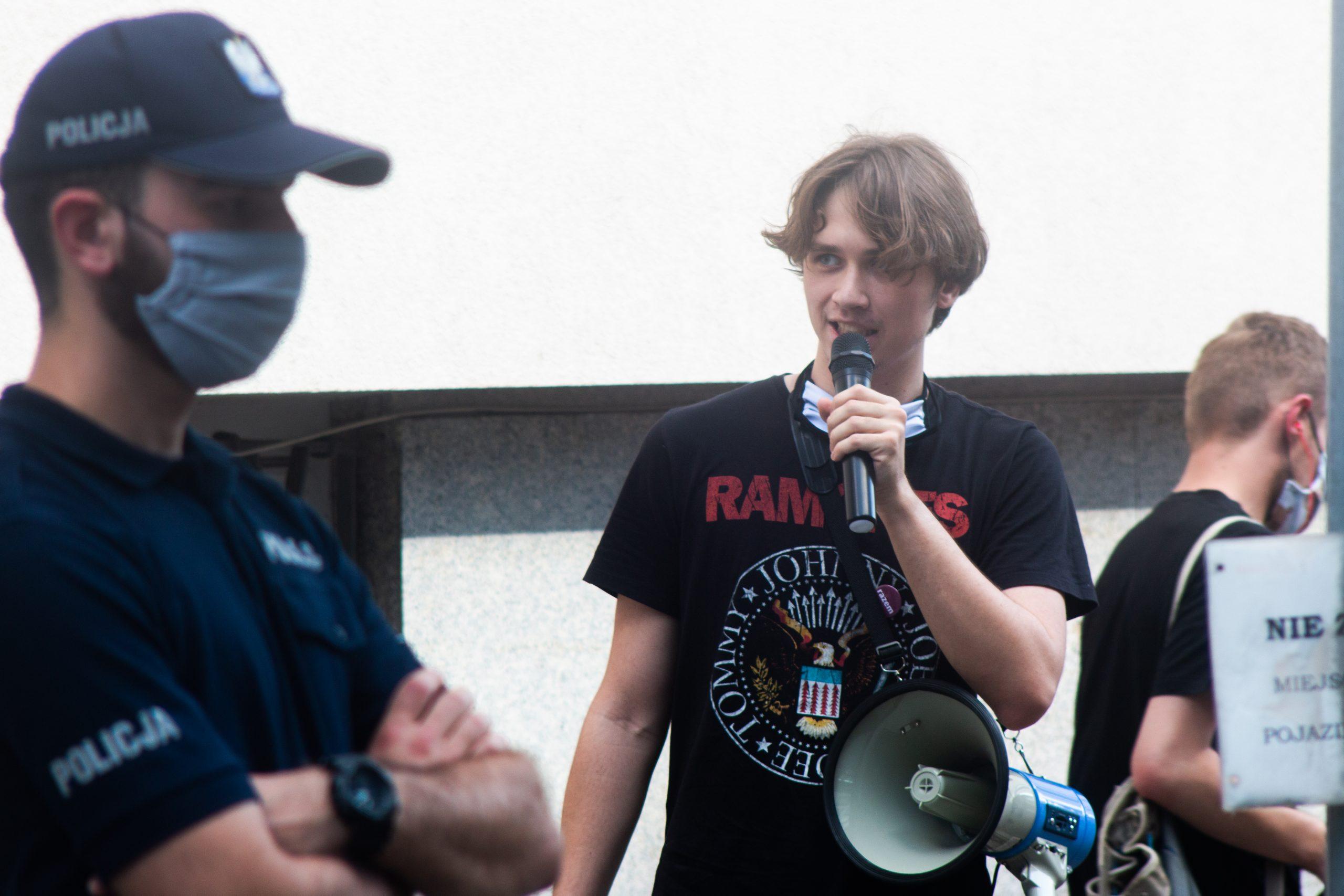 Młodzi ludzie wyszli na ulice polskich miast, by mówić o brutalności i bezkarności polskiej policji