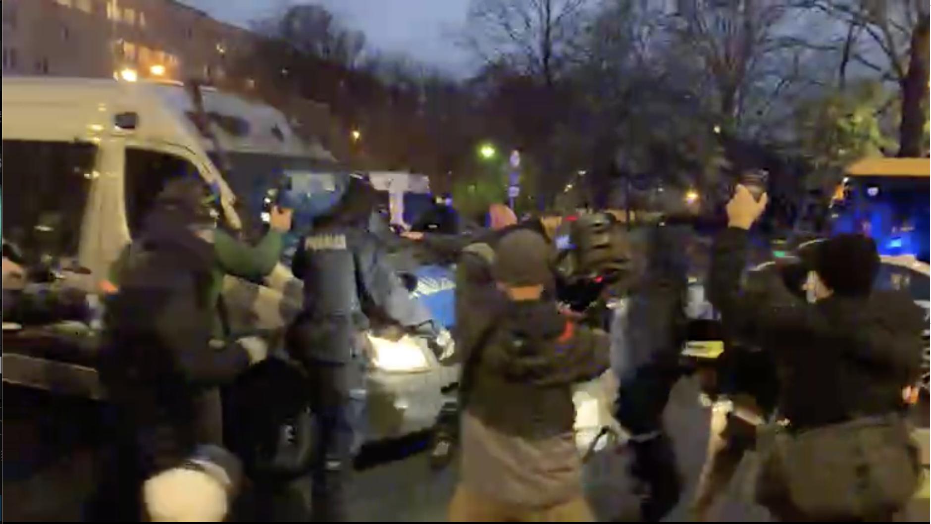 Chaos podMEN: dziennikarka Gazety Wyborczej zatrzymana, są ranni [WIDEO]