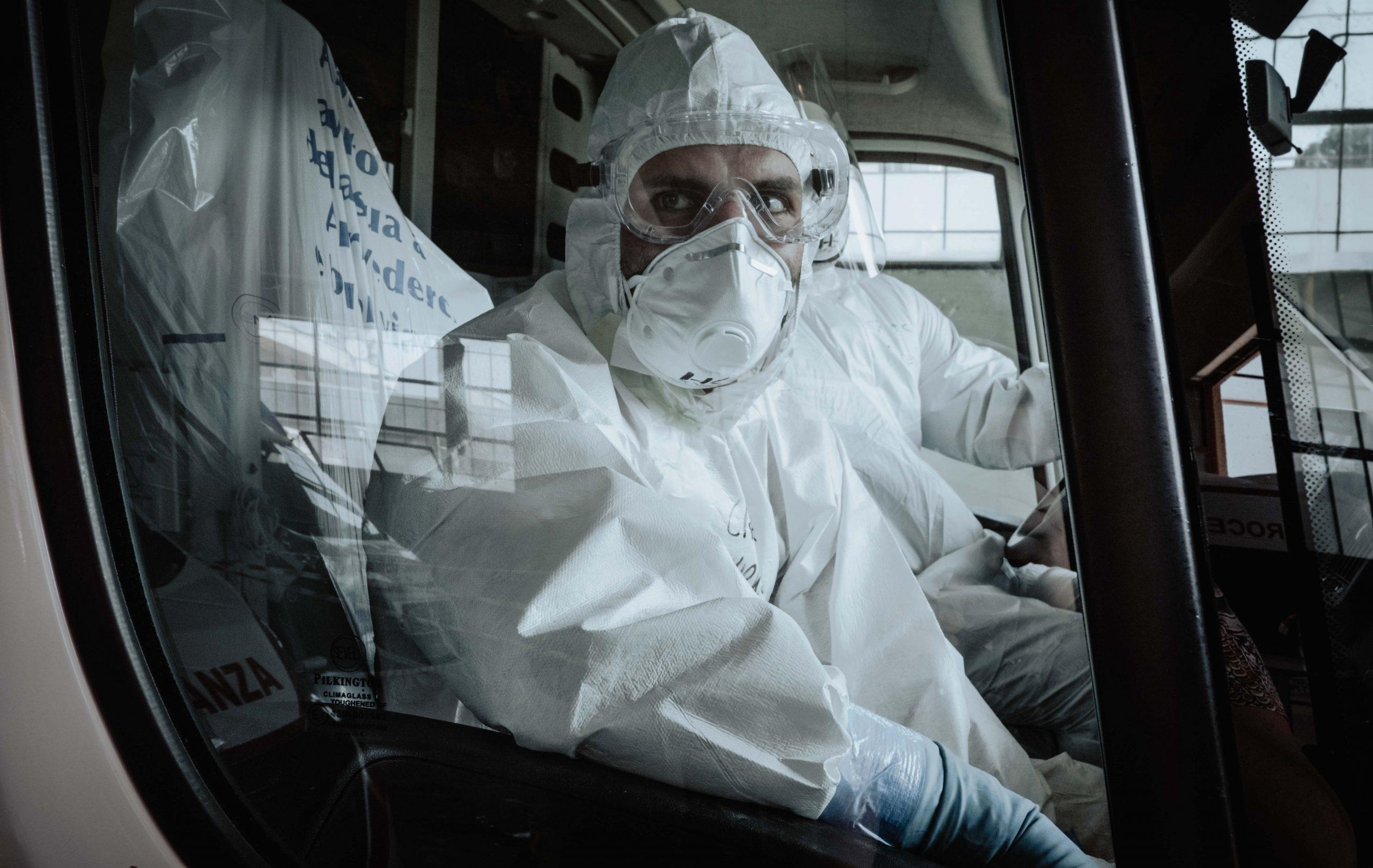 Ma nadejść trzecia fala koronawirusa. Ekspert WHO podaje datę