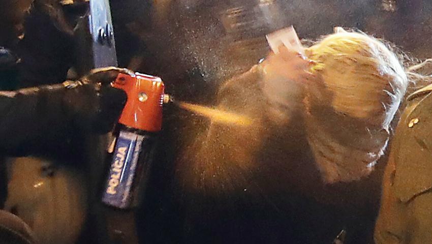 [WIDEO] Barbara Nowacka publikuje nagranie, które niszczy wersję policji oagresji posłanki