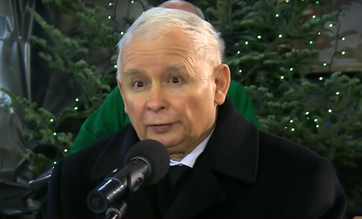 Kaczyński przemawiał namszy izłamał obostrzenia. Jest wniosek oukaranie