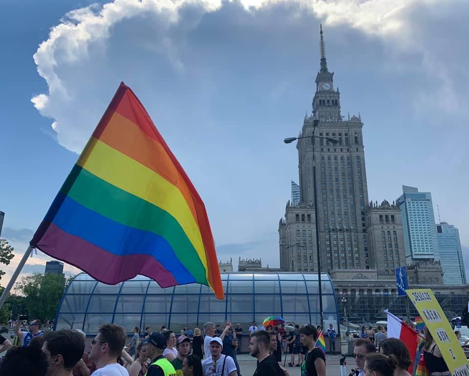 WWarszawie powstanie hostel interwencyjny dla osób LGBT+. Zdradzamy, kto poprowadzi placówkę