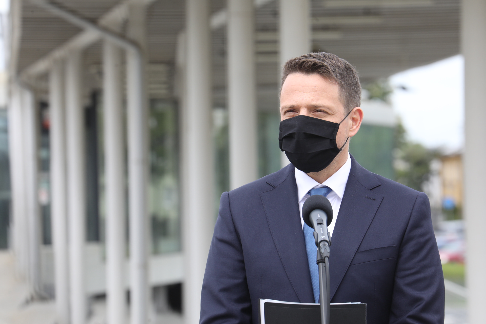 """Trzaskowski o służbie zdrowia: """"Rząd wprowadza totalny chaos"""""""