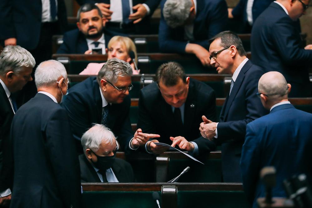 [SONDAŻ] PiS iLewica zyskują nauchwaleniu KPO. Największym przegranym Koalicja Obywatelska
