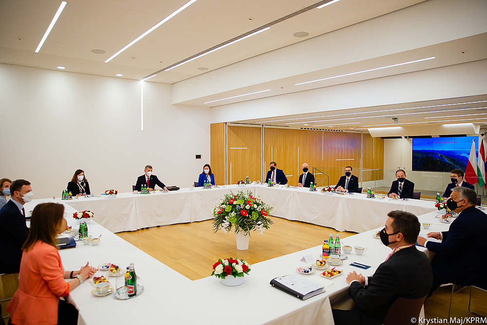 Morawiecki: Czechy zgodziły się wycofać wniosek skierowany do TSUE