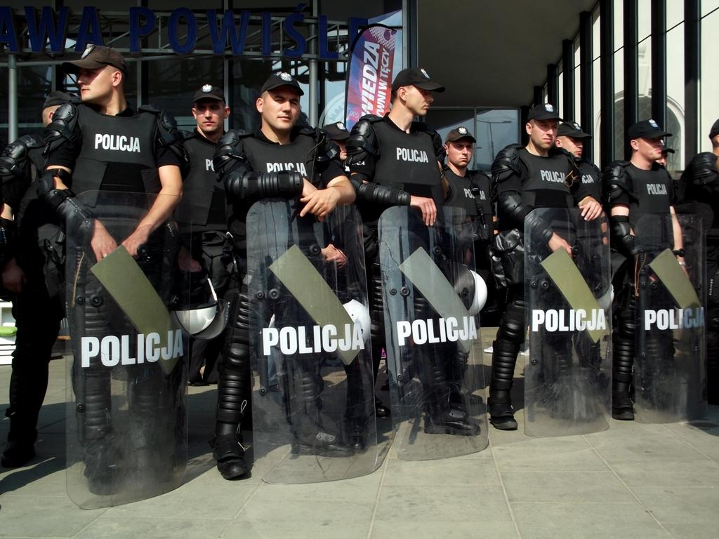 Skandaliczne treści wpodręczniku dla policjantów. Lewica interweniuje