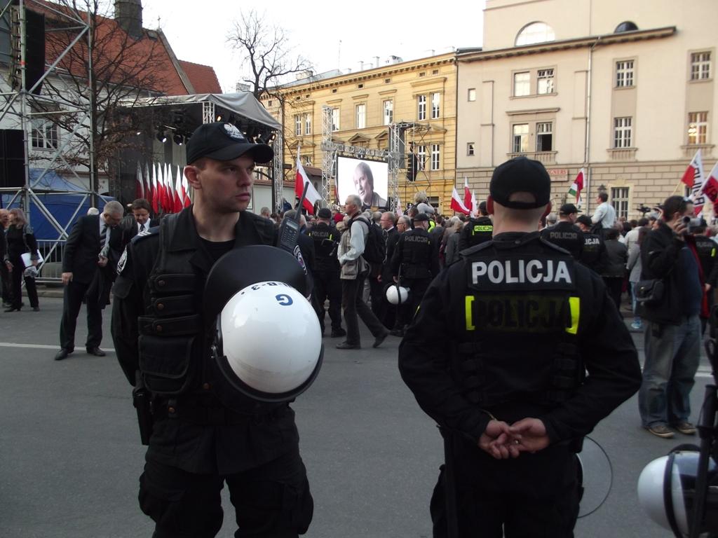 """Policja pilnuje willi Kaczyńskiego. """"Co najmniej 40 funkcjonariuszy dziennie"""""""
