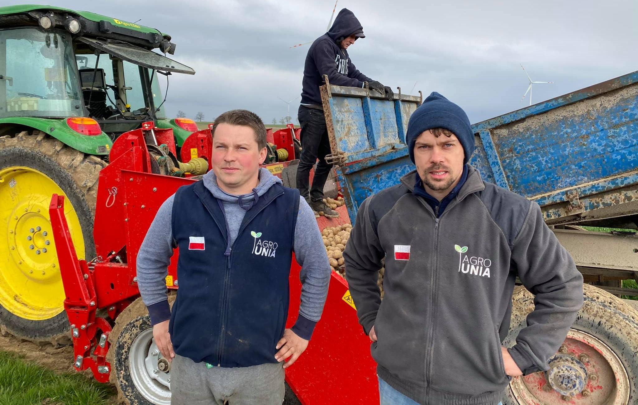 """Agrounia rozda 10 ton ziemniaków. Rolnicy rozpoczynają akcję """"odbijemy wieś PiS-owi"""""""