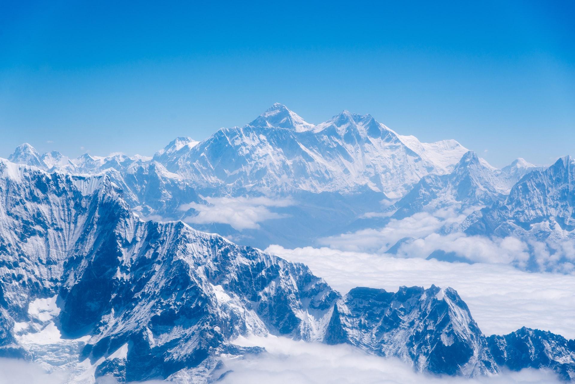Chiny: Zpowodu pandemii rząd odwołał sezon wspinaczkowy naMount Everest