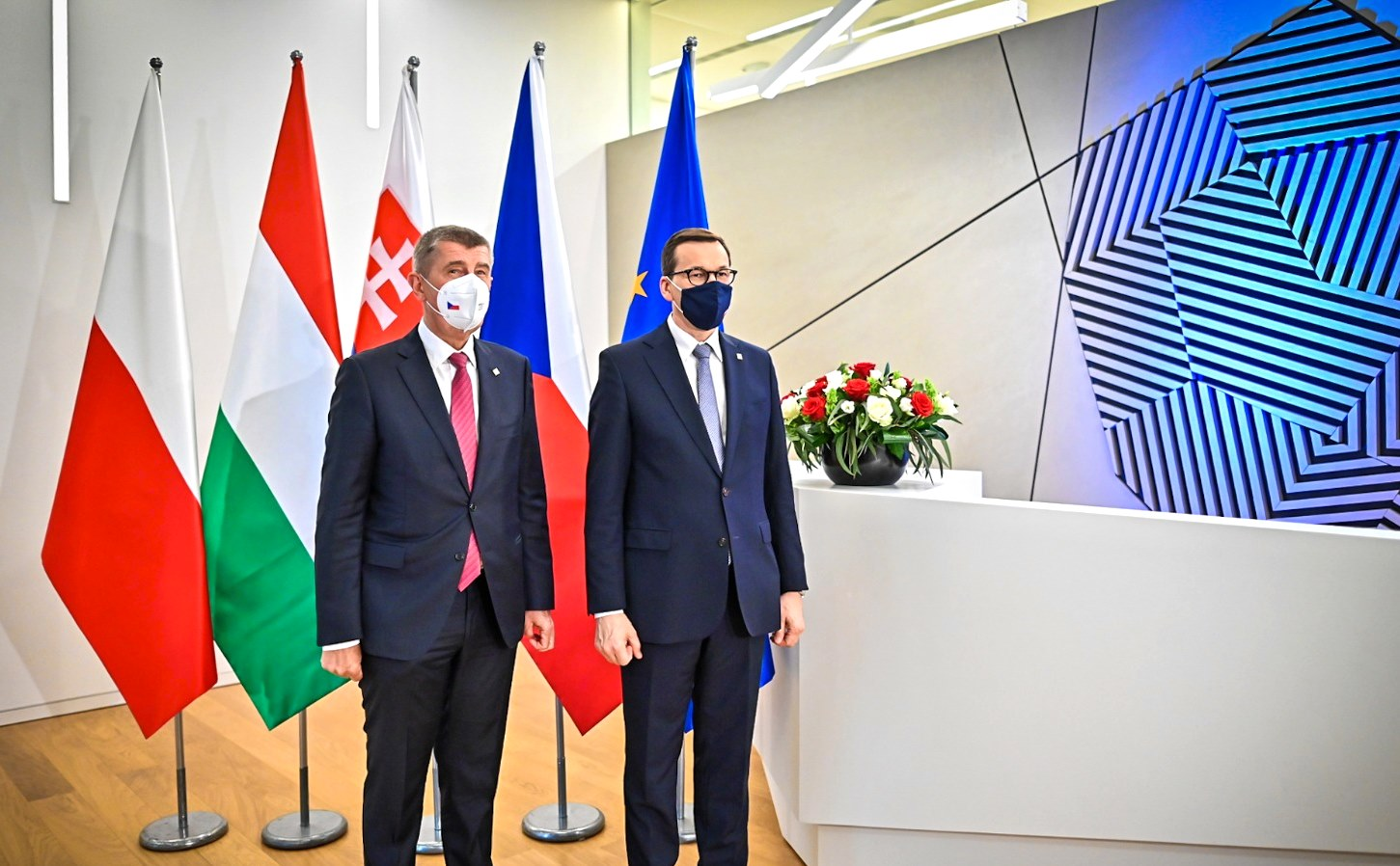 """Premier Czech zaprzecza słowom Morawieckiego: """"Nie ma planów wycofania skargi przeciwko Polsce"""""""