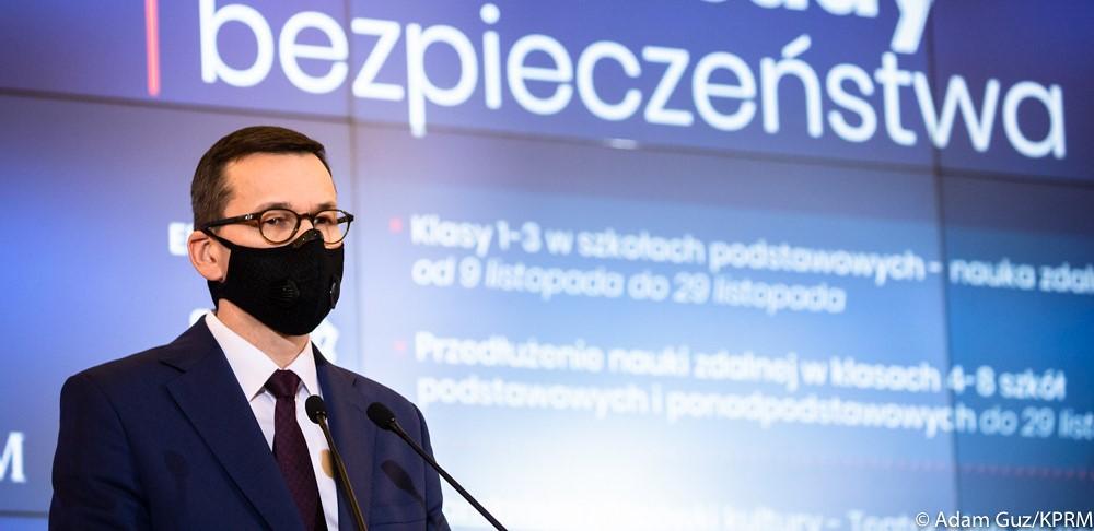53 proc. Polaków dobrze ocenia działania rządu wwalce zpandemią