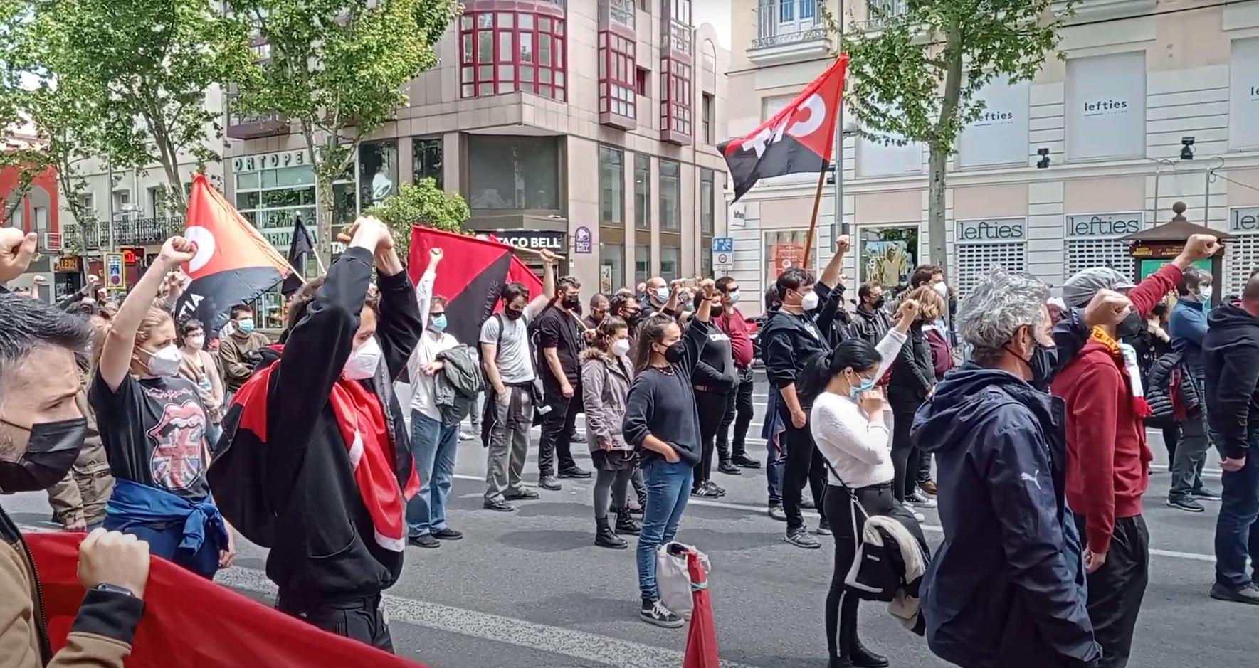 """[WIDEO] Protesty pierwszomajowe w Madrycie: """"Niech za kryzys zapłacą kapitaliści"""""""