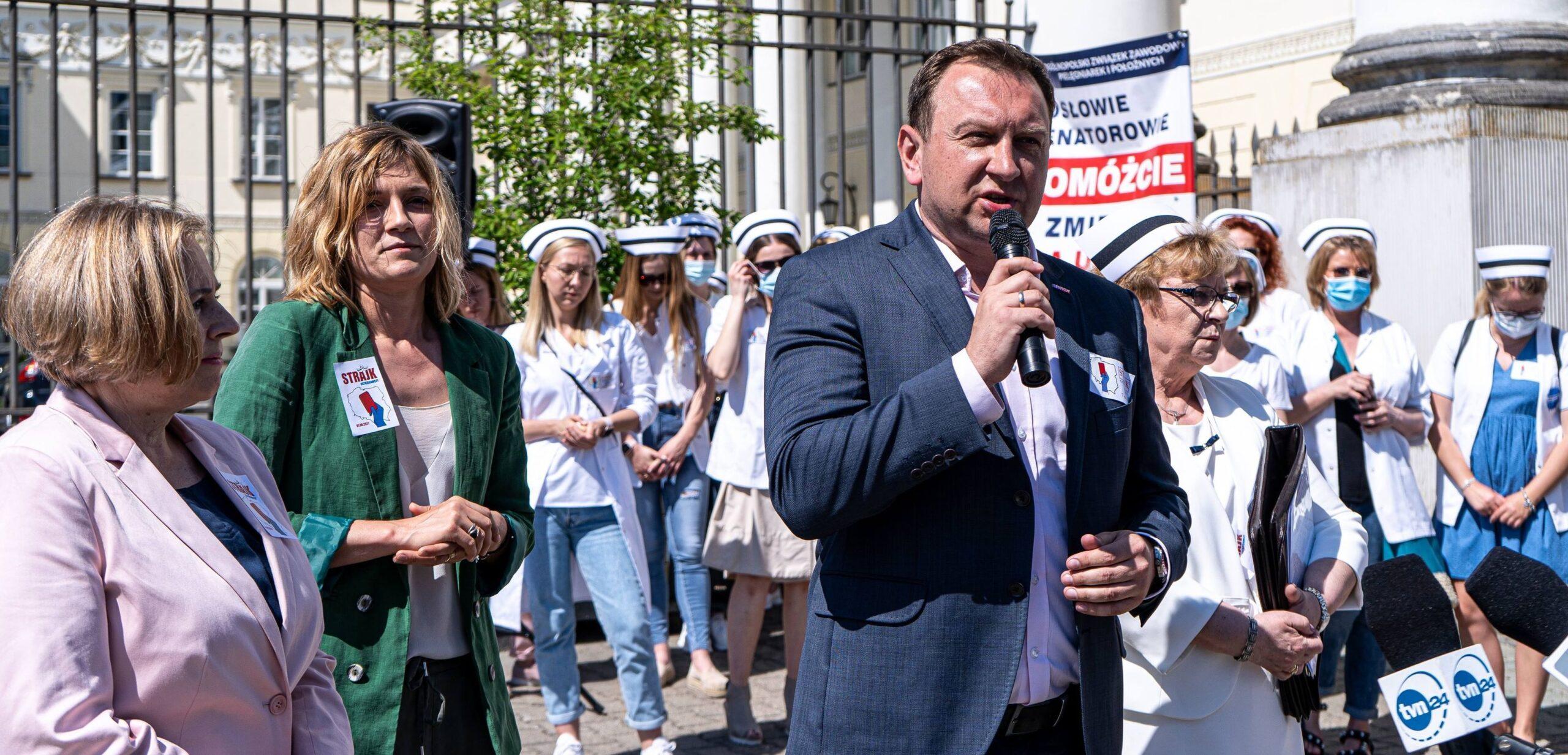 Strajk pielęgniarek w całej Polsce. Lewica: Jesteśmy z wami. Będziemy o was walczyć