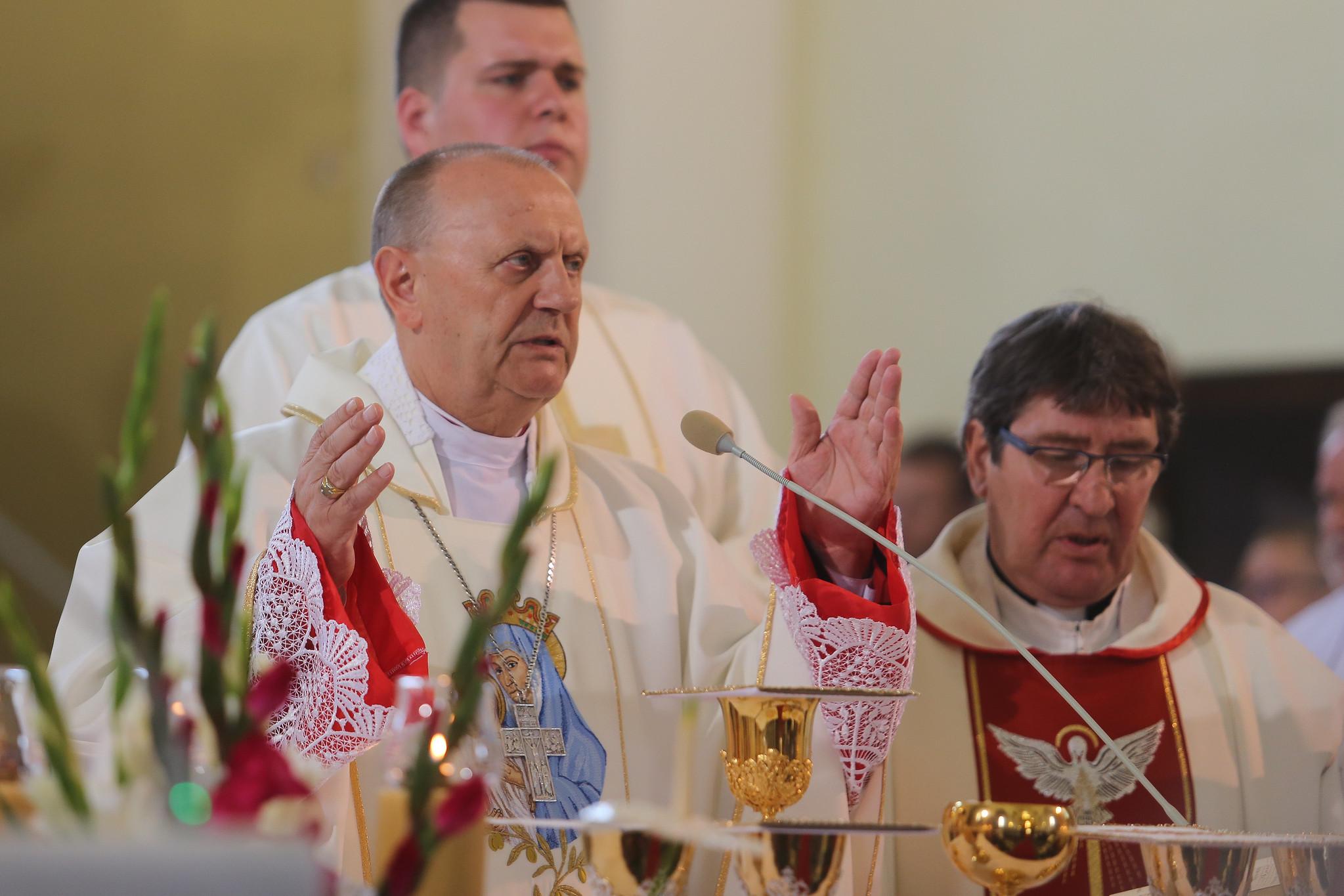 """Biskup Pikus: """"Życie pochodzi od Boga, nie od rodziców"""""""