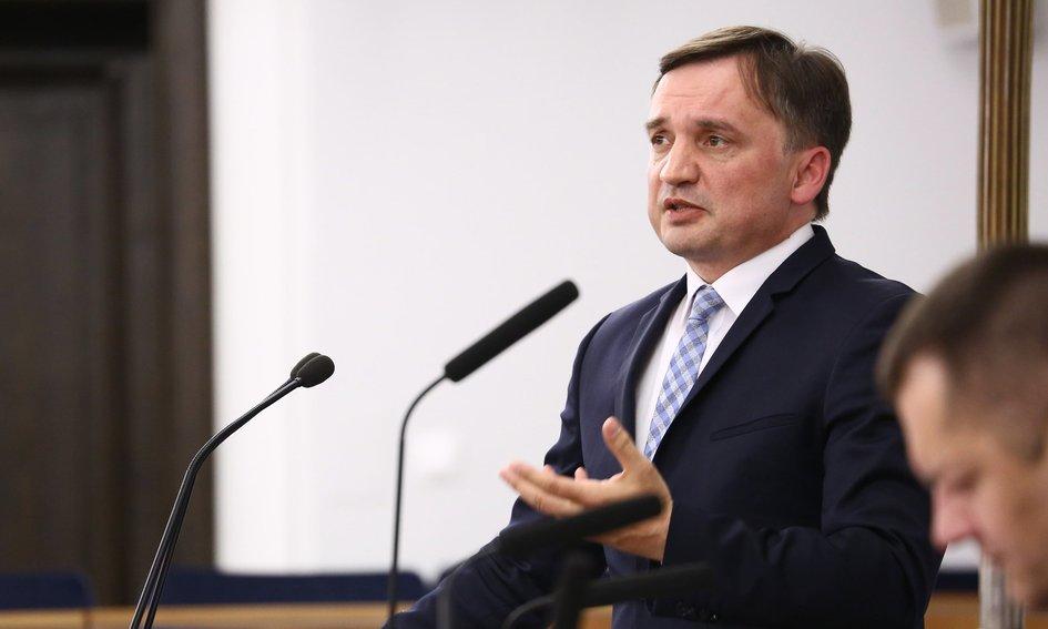 Szokujące wyliczenia. Polska może stracić nawet 770 mld zł przez reformę sądów Ziobry