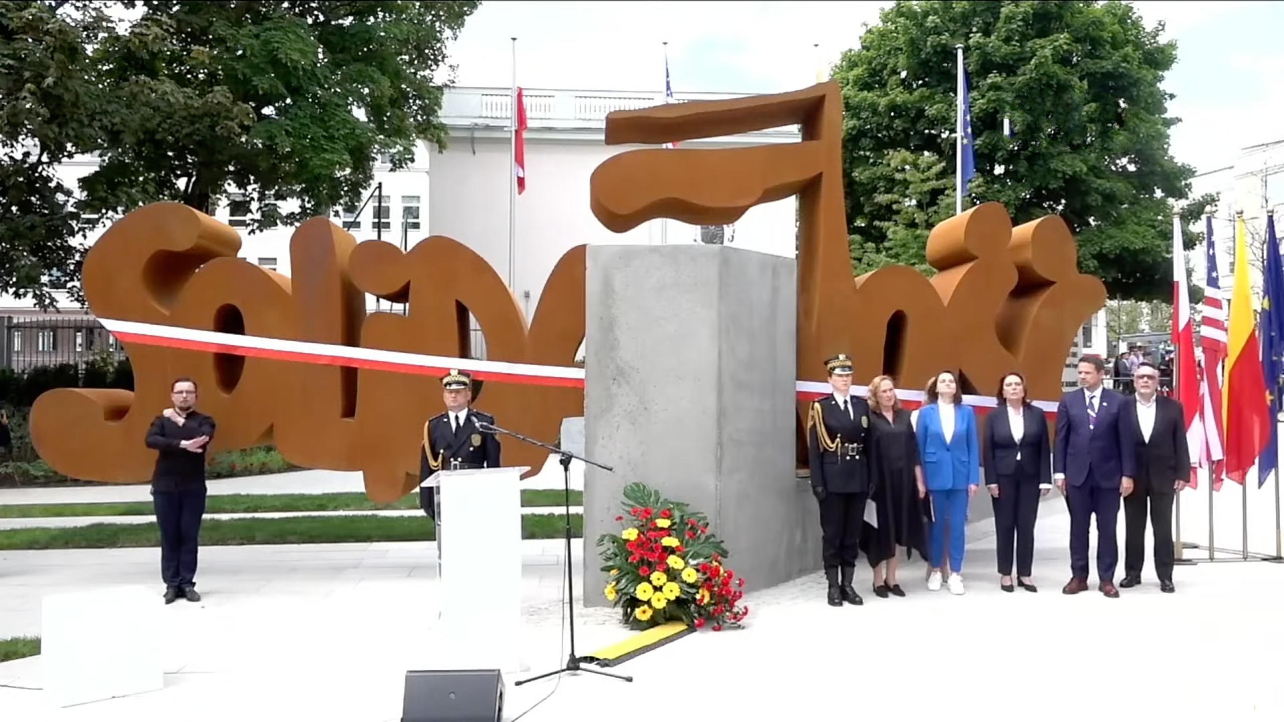 """""""Bezprawie"""" – Przewodniczący Solidarności atakuje odsłonięcie pomnika wWarszawie. Powiadomiono prokuraturę"""
