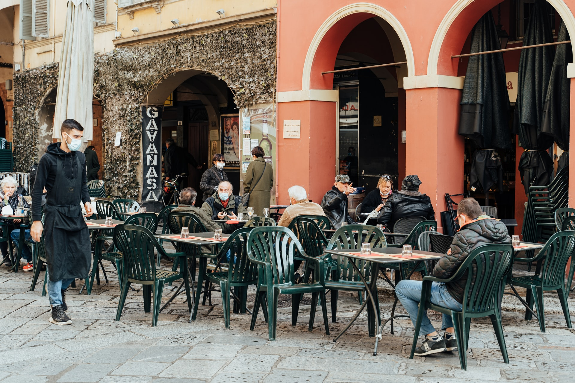 Włochy: Stopniowe wygaszanie godziny policyjnej wczerwcu