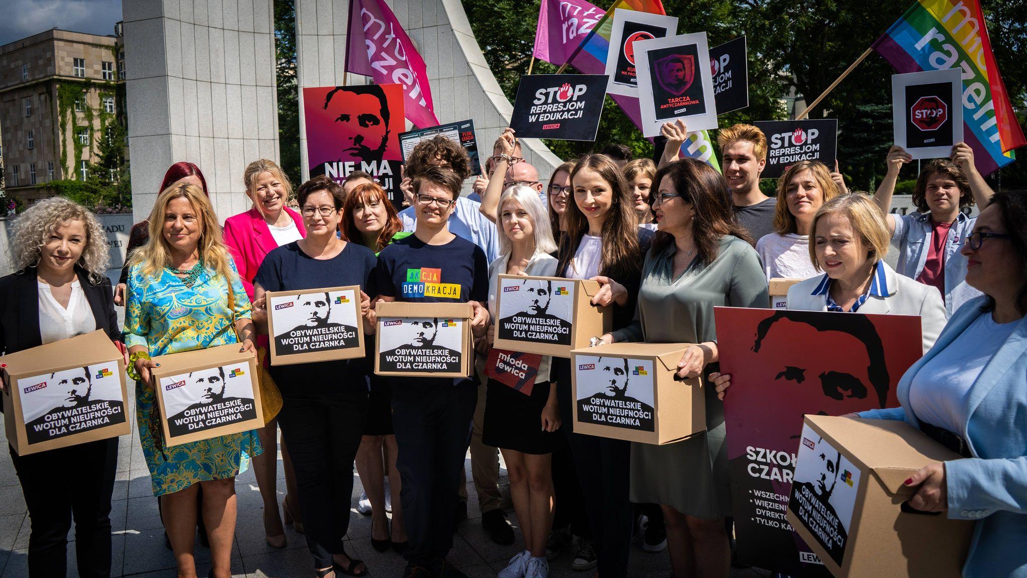 Lewica iAkcja Demokracja zebrały ponad 100 tys. podpisów zaodwołaniem Czarnka