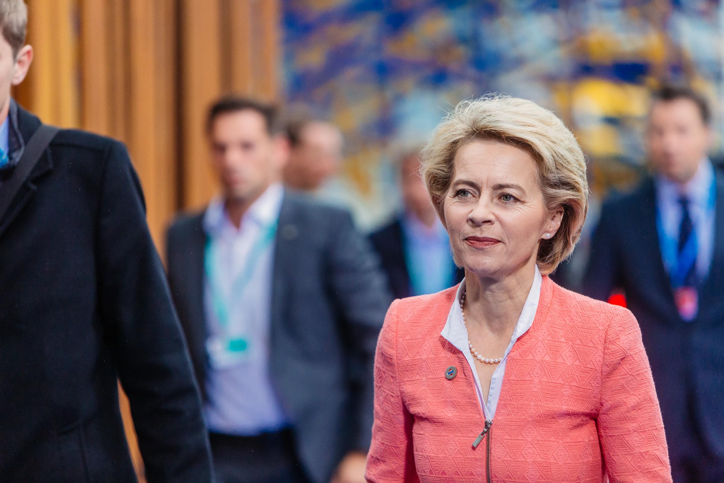 """Komisja Europejska zabrała głos w sprawie """"stref wolnych od LGBT"""""""