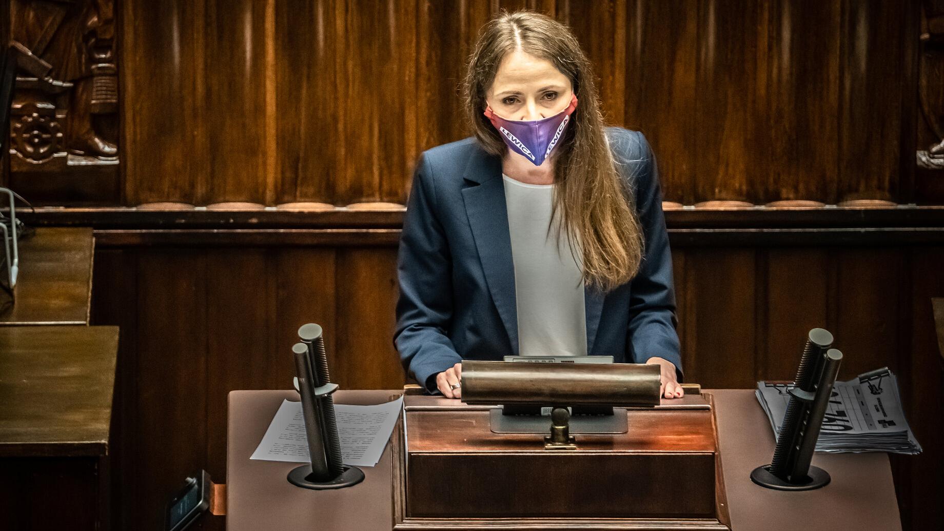 Dziemianowicz-Bąk do Czarnka: Pokażcie scenariusze przygotowania szkół do IV fali pandemii