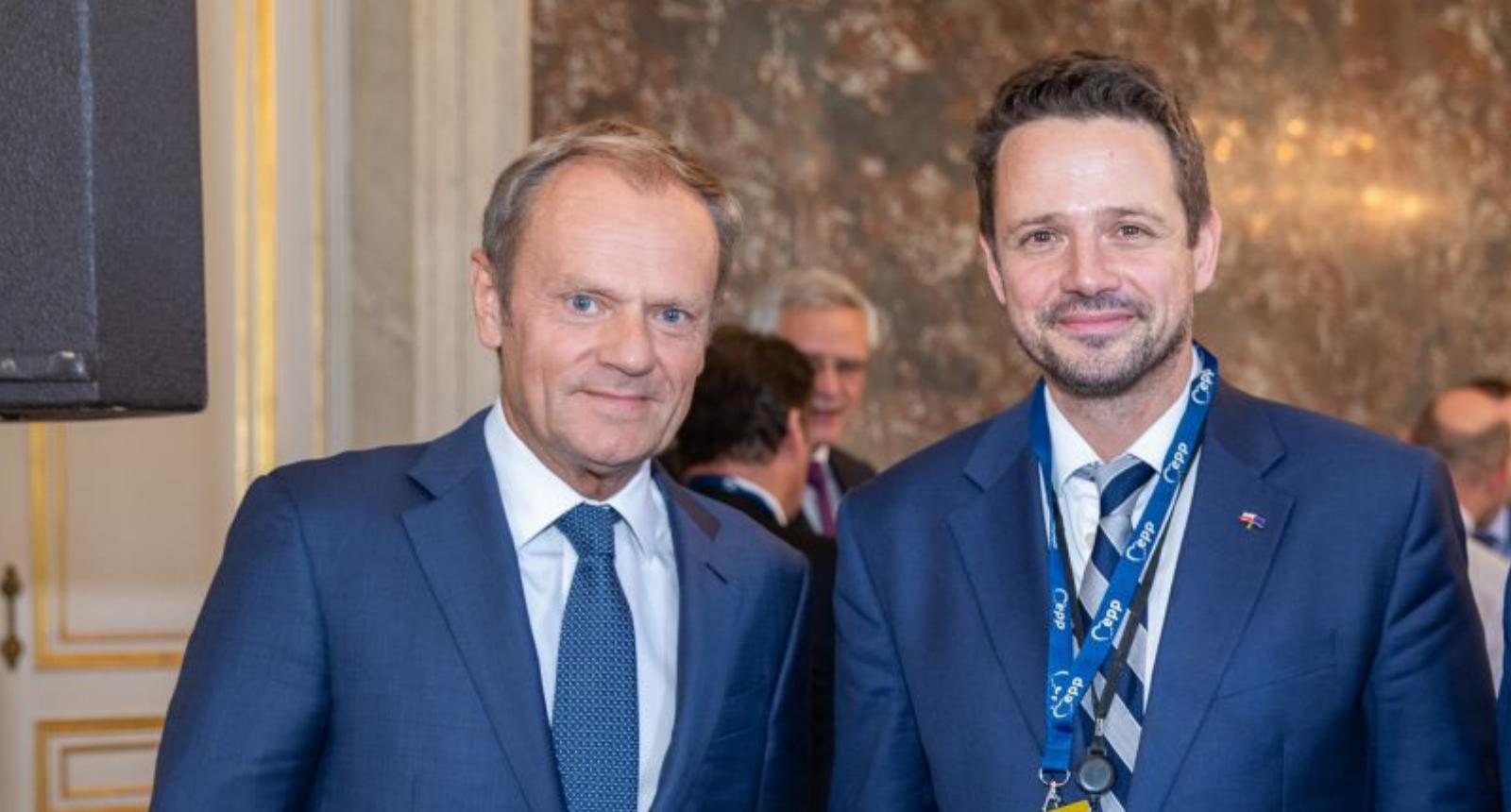 [SONDAŻ] Więcej wyborców zagłosowałoby na PO Trzaskowskiego niż na PO Tuska