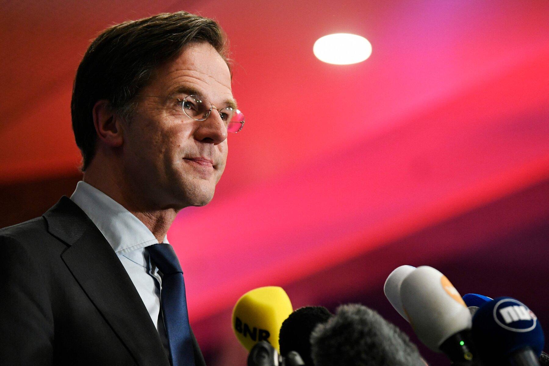 """Prawie 2 tys. ewakuowanych Afgańczyków już w Holandii. Rutte: """"To nasz obowiązek"""""""