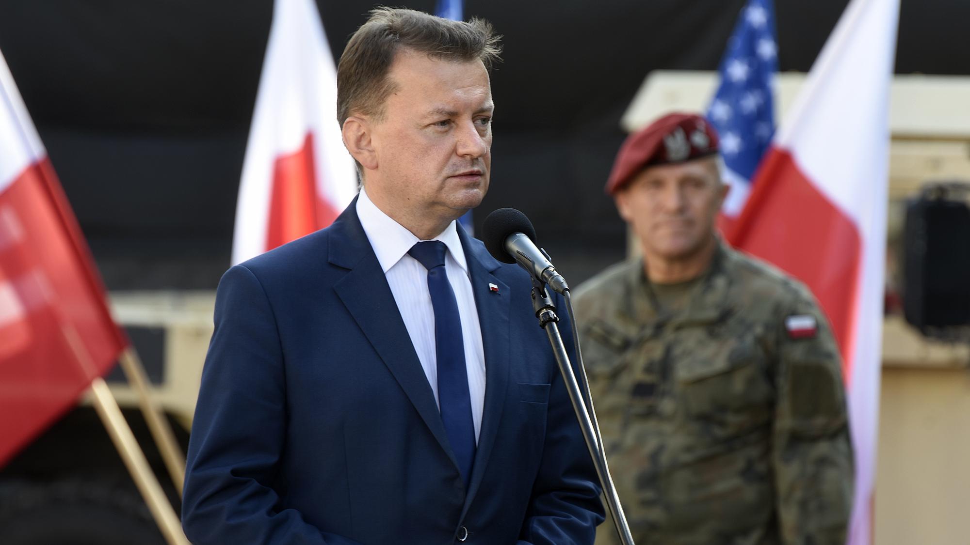 """Szef MON o kryzysie przy granicy: """"Efekt działalności białoruskich służb"""""""
