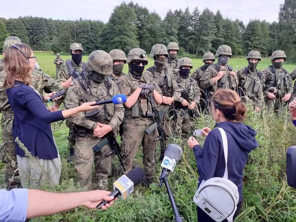 Rząd: Łukaszenka blokuje polską pomoc dla uchodźców