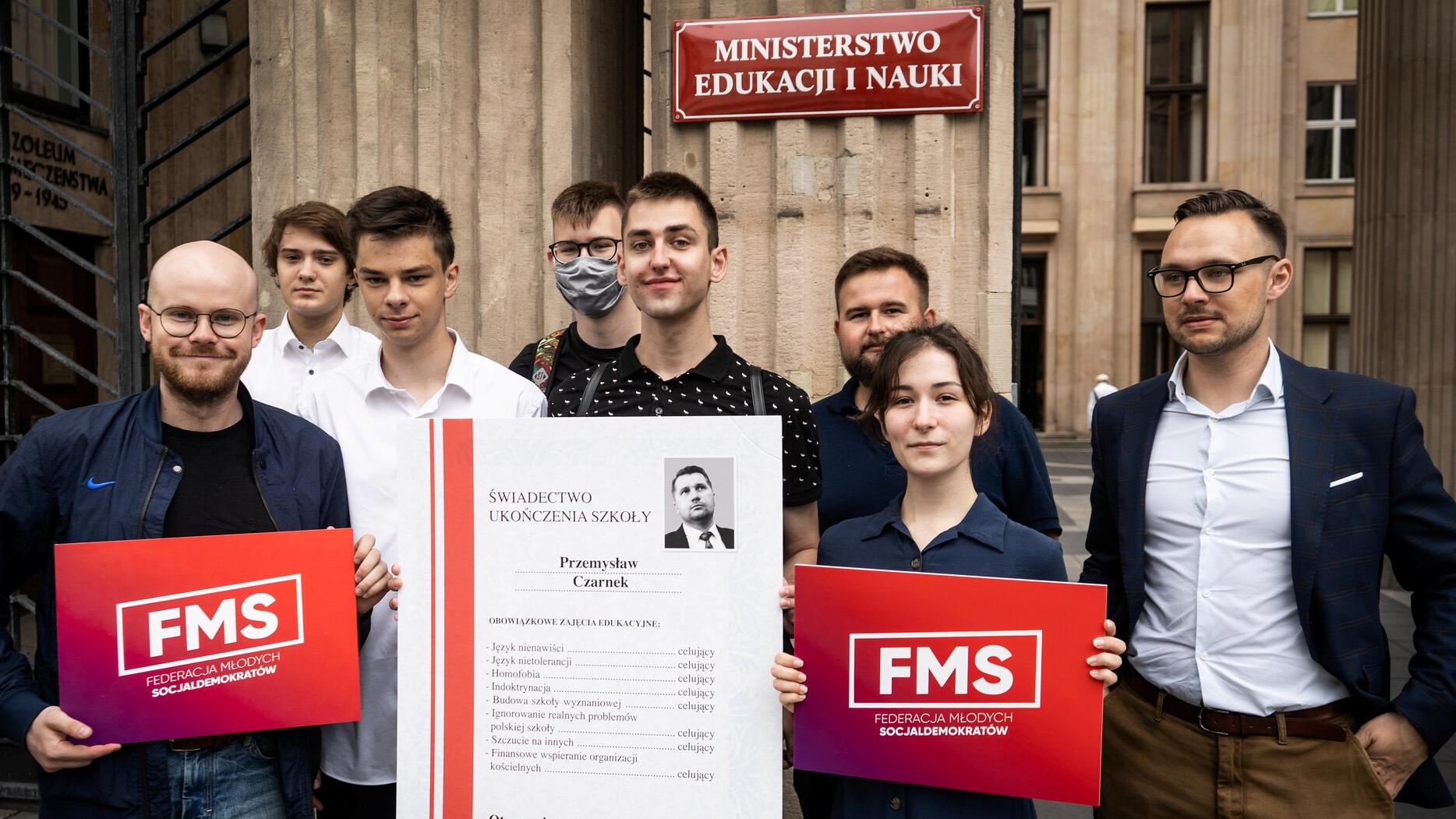 [SONDAŻ] Młodzi Polacy mają większe poczucie wpływu na sprawy kraju, niż dorośli