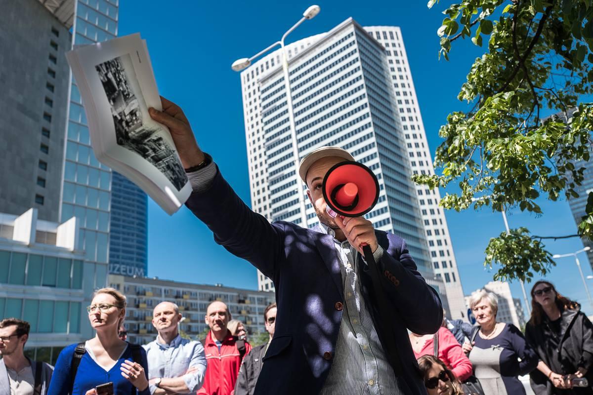 Śpiewak: Tysiące ludzi może odetchnąć z ulgą po tym, jak mafia rozkradała miasto