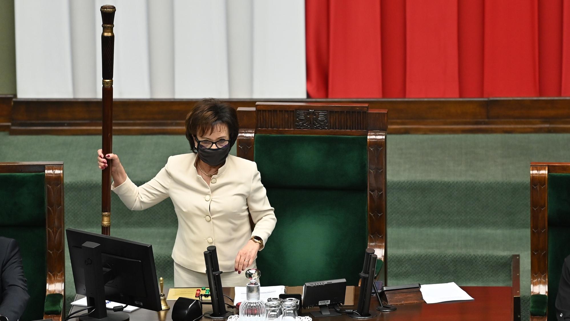 """""""W klubie wrze"""". Rzecznik PO: O odwołaniu Witek rozmawiamy z posłami PiS-u"""