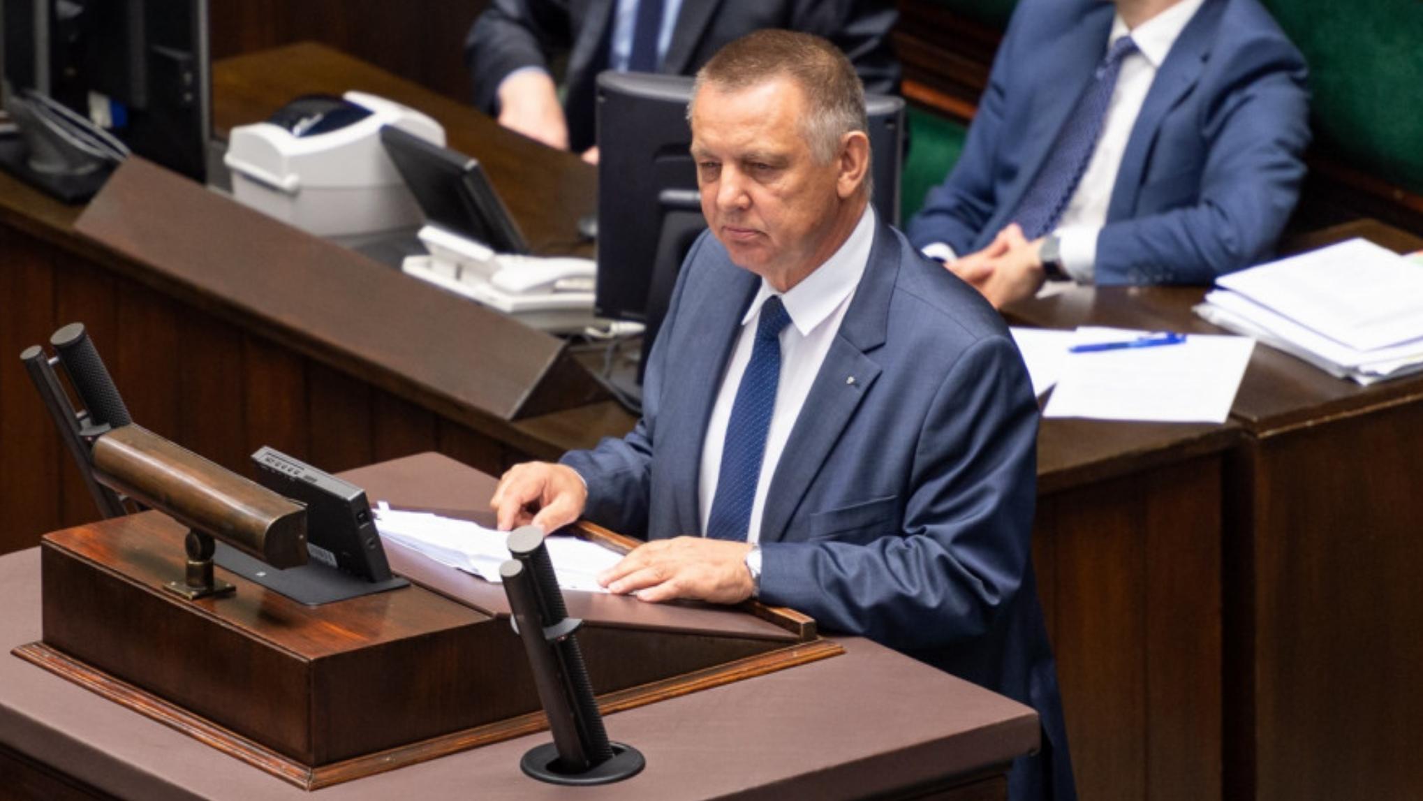 """Banaś w Sejmie: """"Mateusz Morawiecki przekroczył swoje uprawnienia"""""""