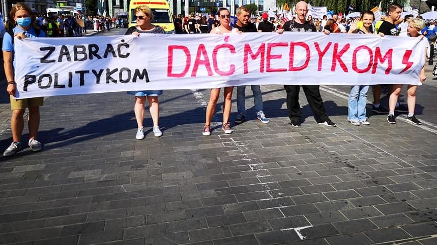 Protest medyków. Pochód doszedł pod Kancelarię Premiera