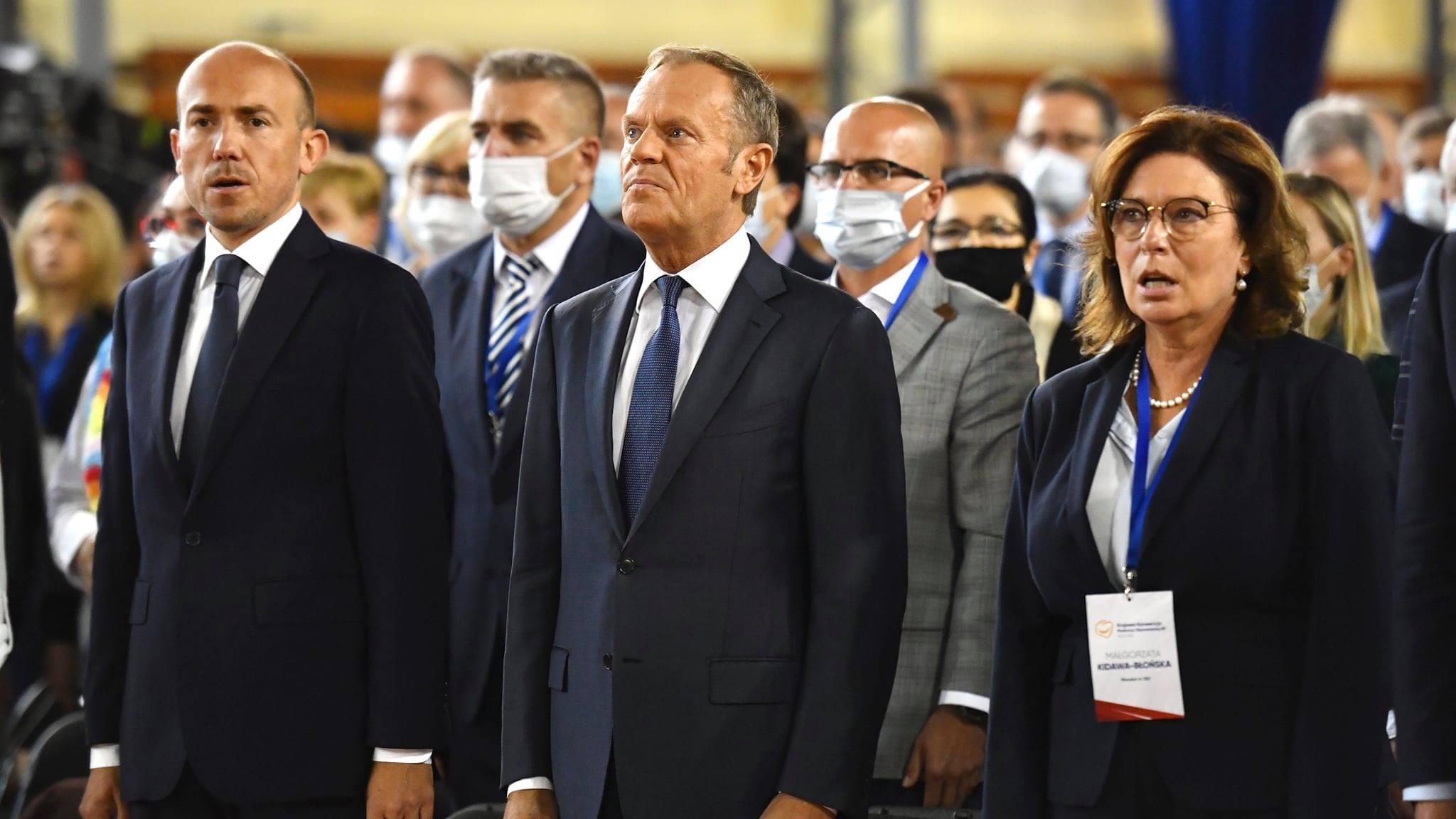 """""""Urządził kabaret i próbuje omamić Polaków"""". Poseł PiS o wystąpieniu Tuska"""