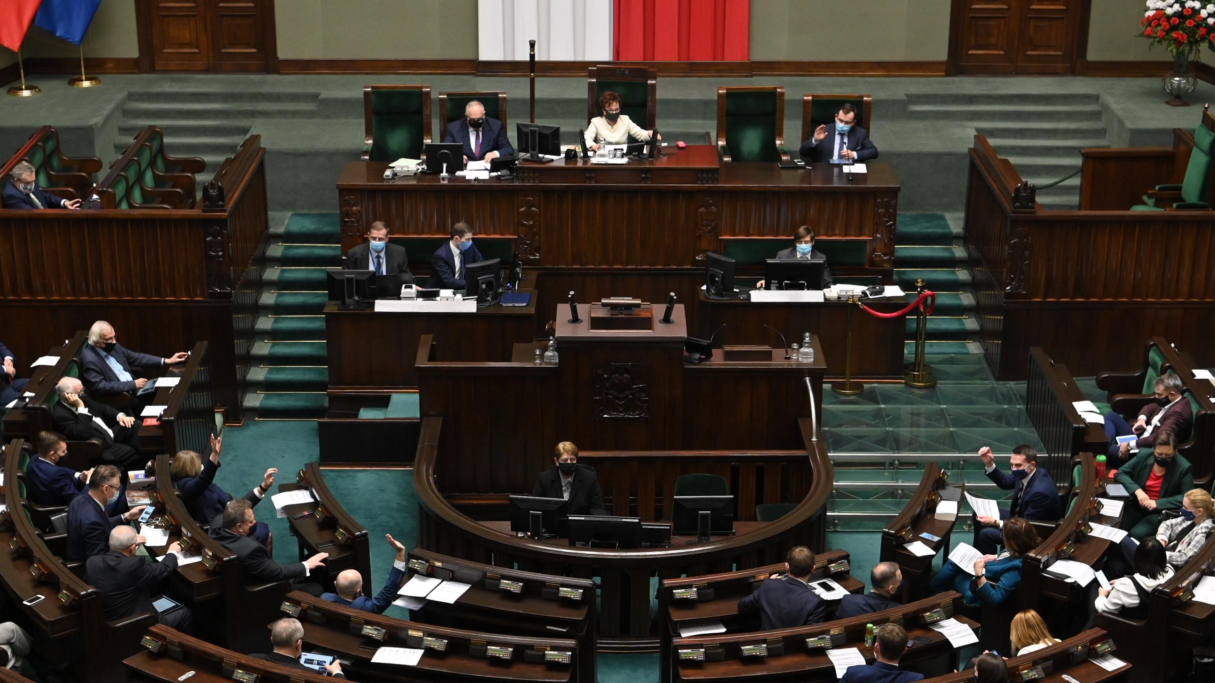 Sejm wznowił obrady. W harmonogramie m.in próba uszczelnienia zakazu handlu w niedzielę
