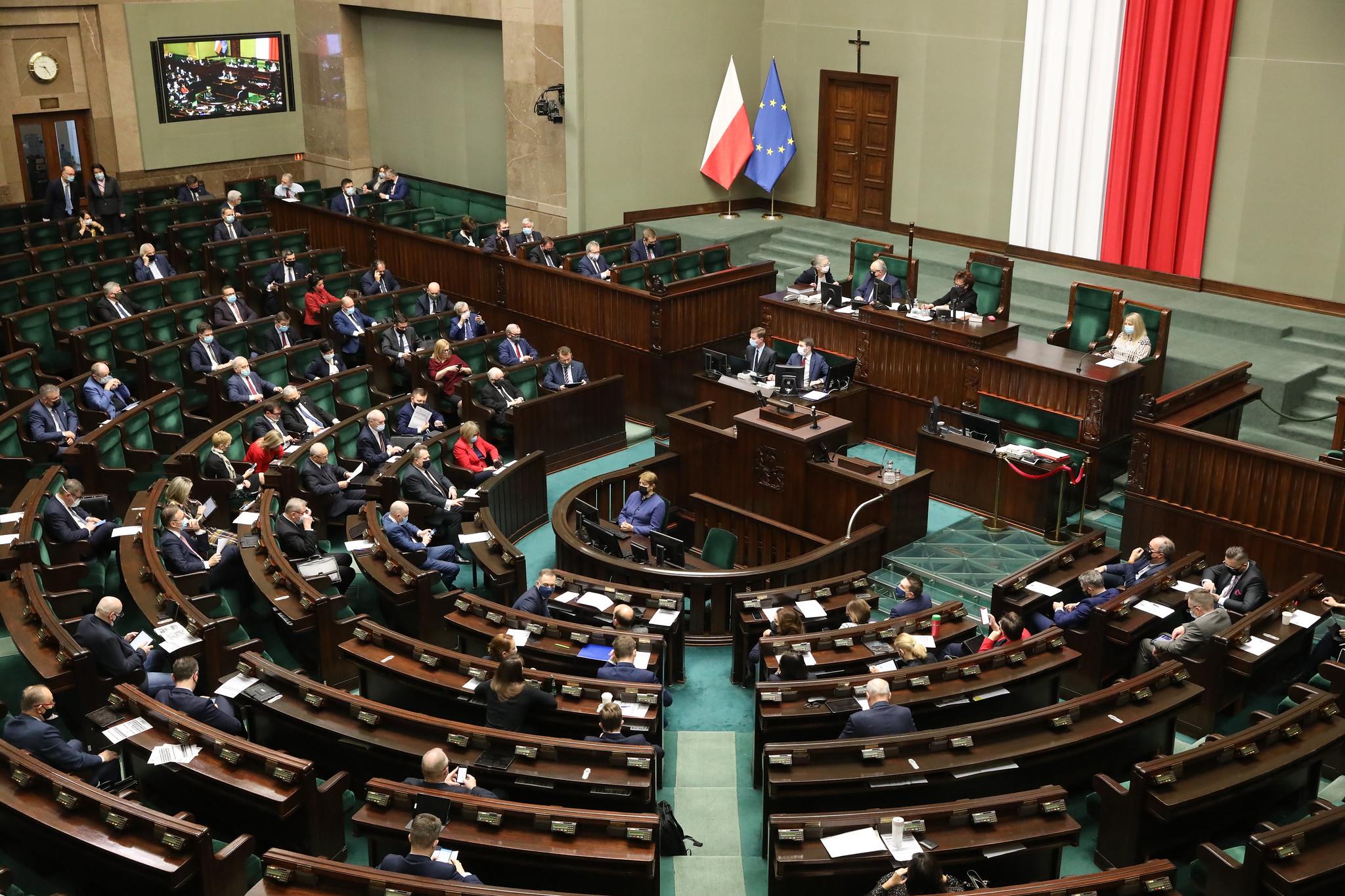 Sejm poparł stan wyjątkowy. Przeciw uchyleniu m.in. posłowie PiS, Porozumienia, Konfederacji i Kukiz'15