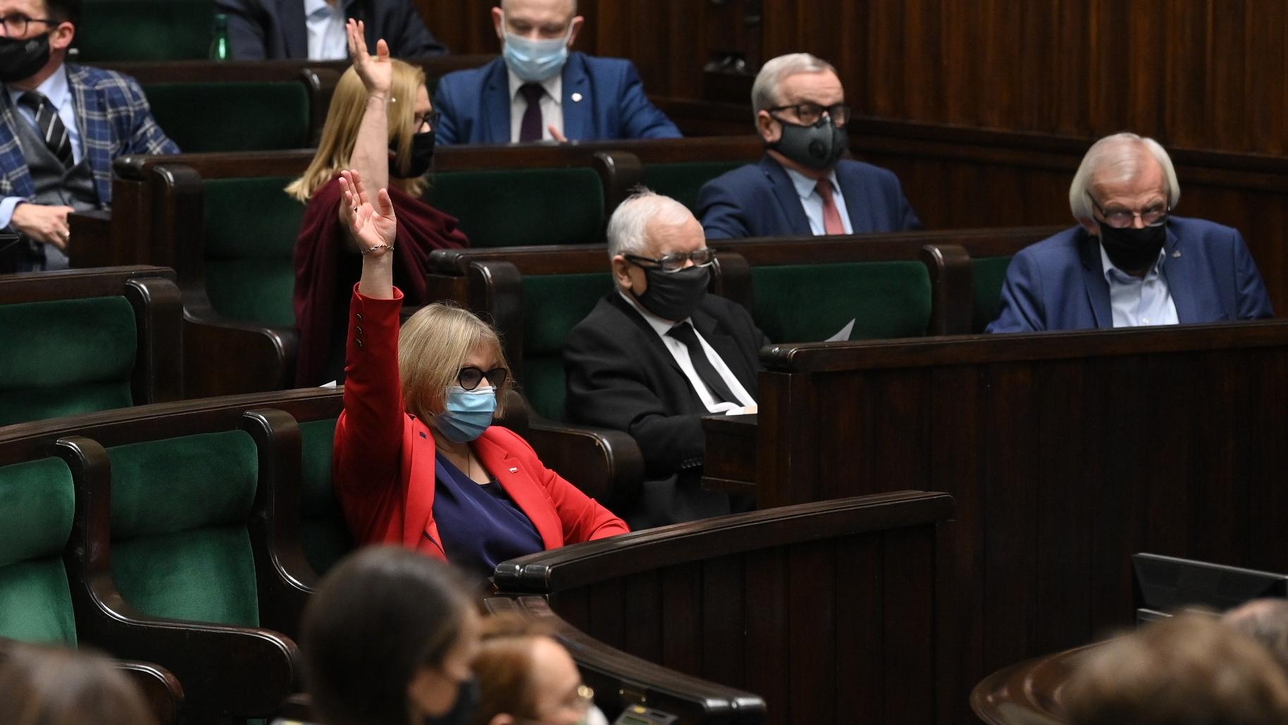 Nieoficjalnie: Obóz PiS zyska dodatkowy głos w Sejmie. Wiemy kto zasili klub
