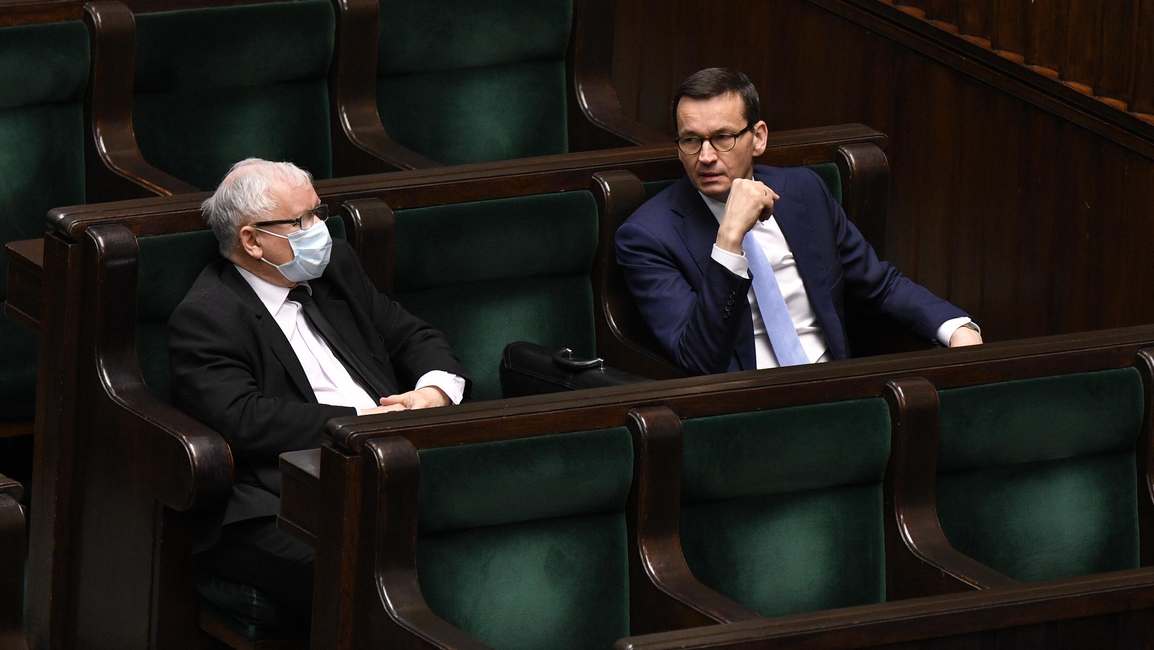 """Ekstrapensje w rządzie. """"Główny, starszy i młodszy kierownik projekt"""""""