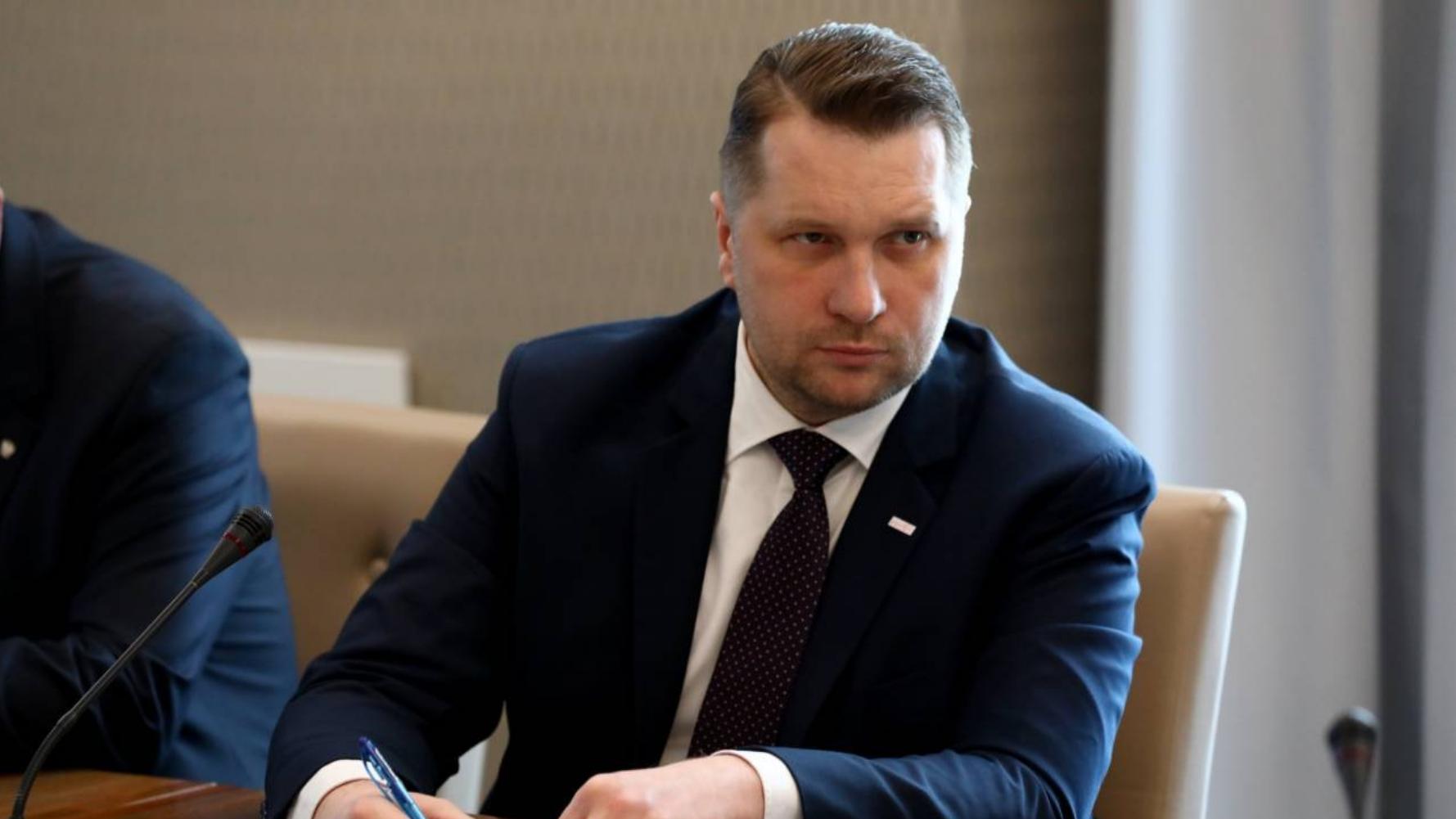 Minister Czarnek nie będzie zadowolony. Polacy odpowiedzieli jak oceniają jego reformy