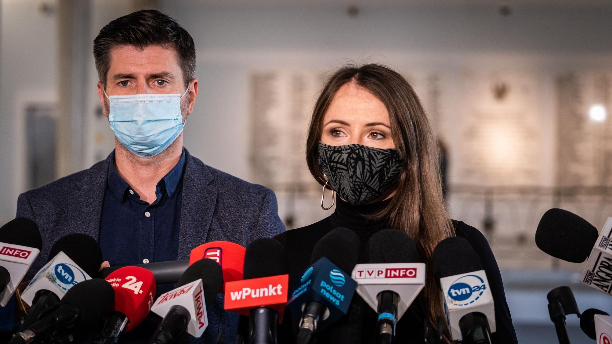 Lewica: Polsce grożą kary sięgające kilku milionów euro dziennie za niewykonanie postanowienia TSUE