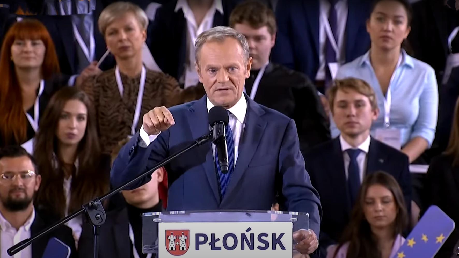 """Tusk: """"Z Kukiza taki parlamentarzysta, jak z Kaczyńskiego rock'n'rollowiec"""""""