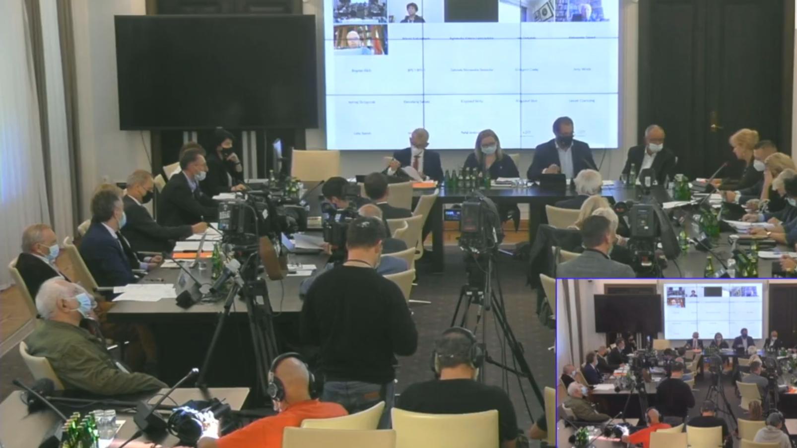 Lex TVN w Senacie. Brak przedstawicieli PiS-u, dyskutują parlamentarzyści i eksperci