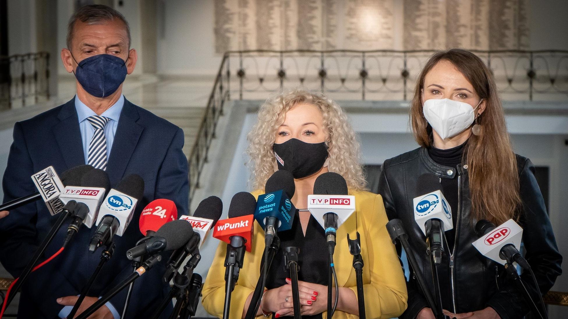 Lewica deklaruje pomoc nauczycielom. Parlamentarzyści włączą się w zbiórkę podpisów