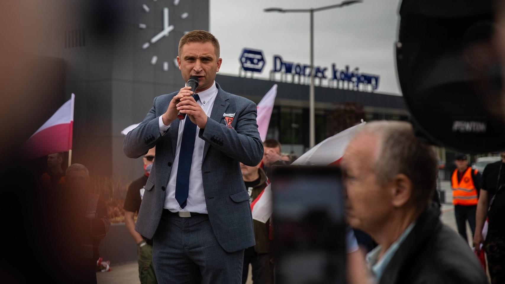 """Bąkiewicz może otrzymać kolejne miliony od PiS. Chce zbudować """"Centrum Niepodległości"""""""