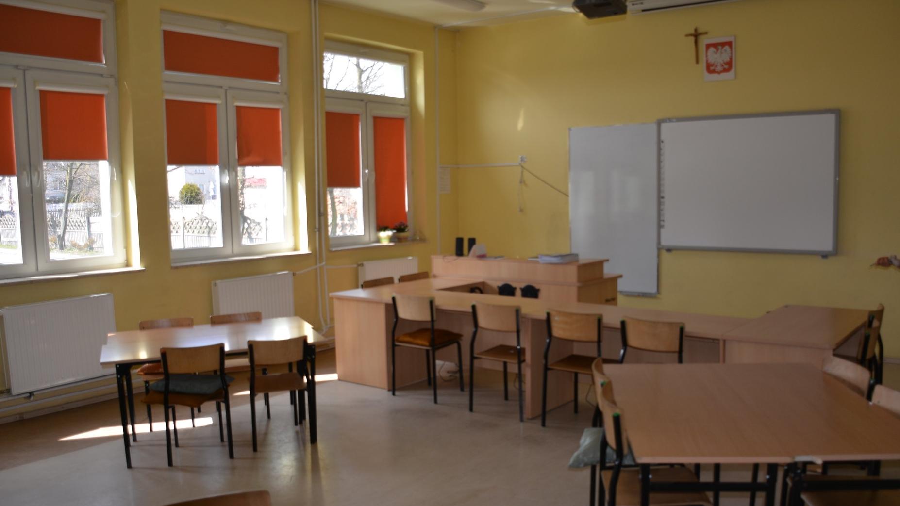 """Gdańsk. Połowa uczniów szkół średnich zrezygnowała z lekcji religii. """"Biskupi zabijają wiarę"""""""