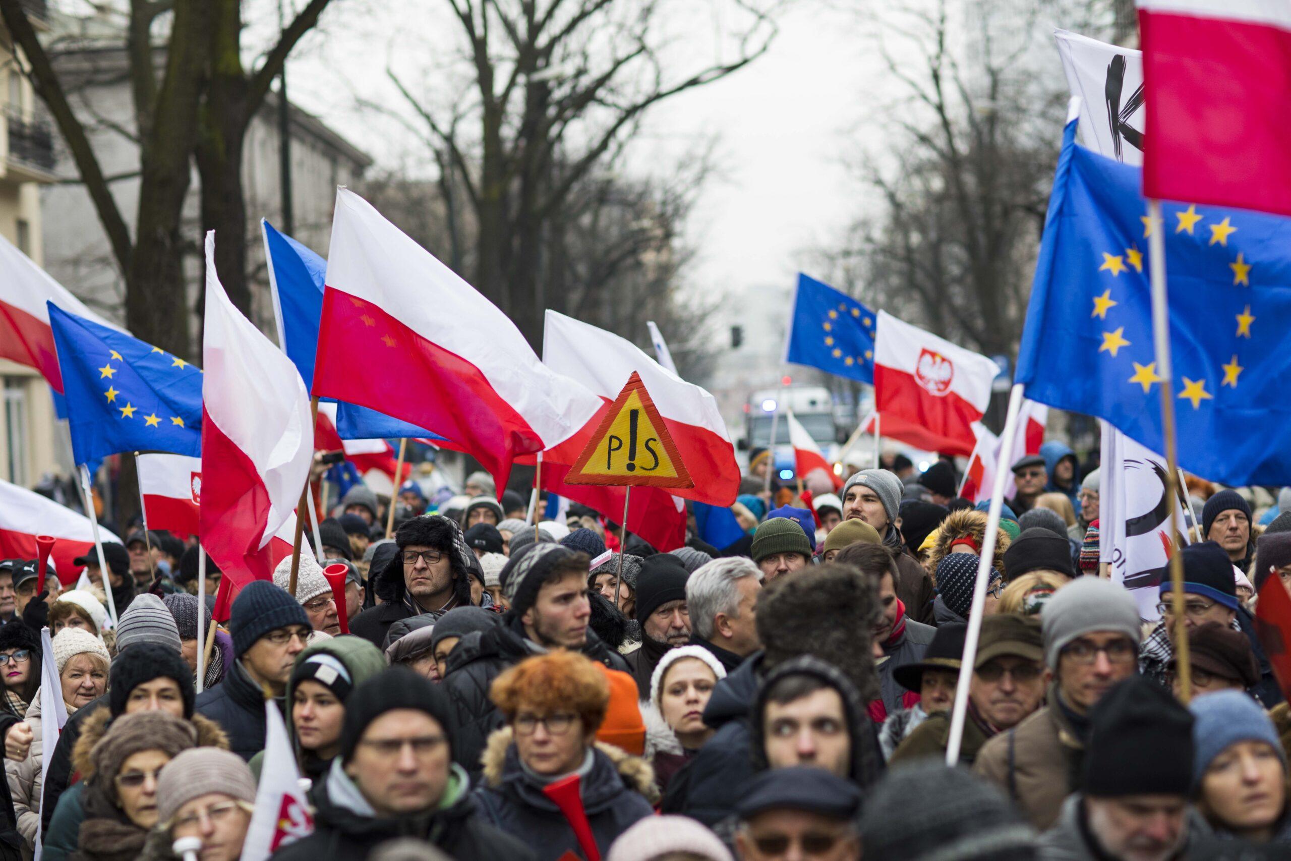"""Sanepid negatywnie o demonstracji Tuska. """"Kary do nawet 30 tys. złotych"""""""