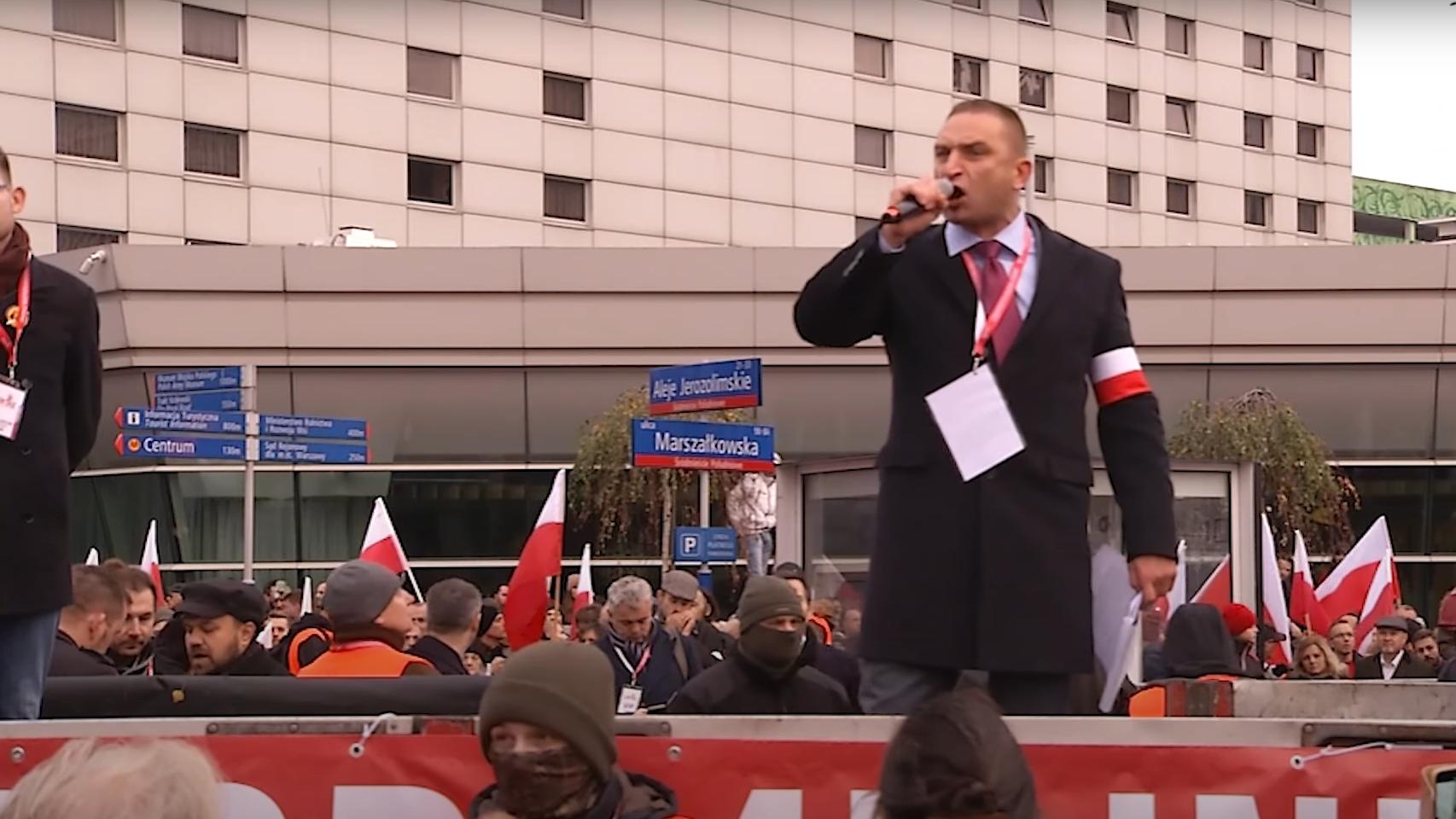 """""""Banda faszystów"""". Jest wniosek o  delegalizację stowarzyszenia Bąkiewicza"""